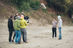 Dietro la scena Scena di film di contaminazione delle troupe cinematografica all'aperto fotografie stock libere da diritti