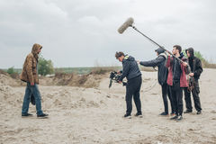 Dietro la scena Scena di film di contaminazione delle troupe cinematografica all'aperto fotografia stock libera da diritti