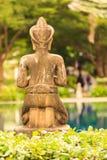 Dietro la statua Immagini Stock