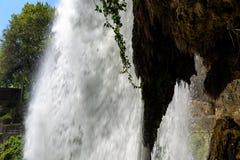 Dietro una cascata Fotografia Stock Libera da Diritti