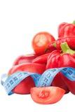 Diety pojęcie: Ustawia od czerwonego dzwonkowego pieprzu, gorącego chili pieprzu i jabłka z pomiarową taśmą, Fotografia Royalty Free
