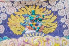 Dieu de sculpture en mythologie sur l'entrée de sanctuaire Photo stock
