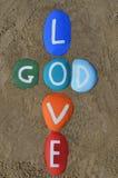 Dieu est amour, composition multicolore en pierres Image libre de droits