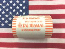 Diez 10 dólares del medio dólar americano acuñan de Taj Mahal Trump poseyeron Fotos de archivo libres de regalías