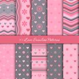 Diez modelos inconsútiles del amor para el día de San Valentín en colores rosados y grises stock de ilustración