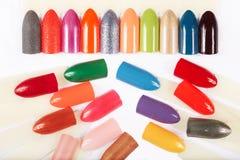 Diferente artificial dos pregos colorido com verniz para as unhas Fotos de Stock