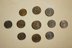 Diferentes tipos de monedas indias, maharashtra, la India imagenes de archivo