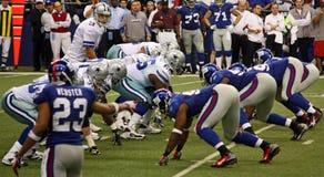 Difesa di offesa NY Giants di Romo dei cowboy Immagini Stock Libere da Diritti
