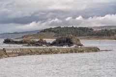 Difese di mare antiche al porto delle ragazze vicino a Girvan Fotografie Stock Libere da Diritti