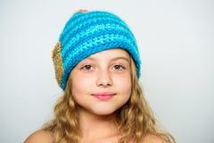 Différence entre le tricotage et le crochet Modèles de tricotage Free Accessoire de saison d'hiver de chute Les chapeaux tricotés photo stock