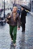 Différentes émotions de deux hommes Photographie stock