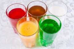 Différentes boissons non alcoolisées dans un verre Image stock