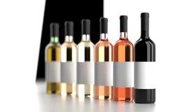 Différentes bouteilles de vin avec les labels blancs vides Images libres de droits