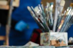Différentes brosses de peinture brouillées de fond Image stock