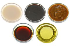 Différentes cuvettes de produits de soja (sojas) Photo libre de droits