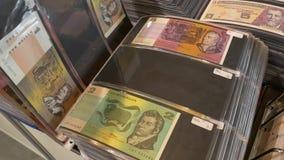 Différentes dénominations du dollar australien banque de vidéos