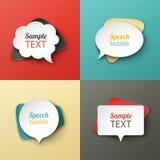 Différentes formes de bulles de papier de la parole avec les ombres