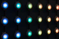 Différentes lampes de couleur dans rangées Photos stock
