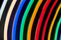 Différentes lampes de couleur dans rangées Photo stock