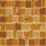 Différentes lettres sur le fond Modèle en bois de chêne blanc illustration libre de droits