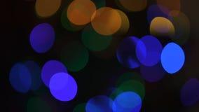 Différentes lumières colorées brouillées miroitant, joyeux esprit de vacances, préparations banque de vidéos