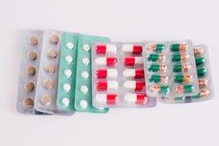 Différentes médecines Tablettes, pilules dans le habillage transparent médicaments Photographie stock libre de droits