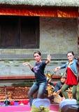 Différentes poses de femme de danseur Peuple ethnique de l'Indonésie photographie stock libre de droits