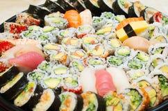 Différentes variétés de sushi Photos stock