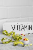 différentes vitamines de pilules de couleur Photos libres de droits