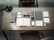 Différents éléments de marquage à chaud de maquette Calibre réglé sur la table en bois Photos stock