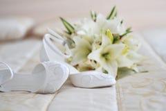 Différents accessoires de mariée photos stock