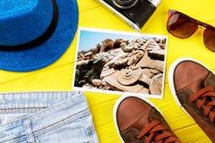 Différents accessoires pour le repos d'été Photos stock