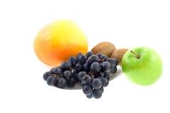 Différents fruits sur un fond blanc Photographie stock