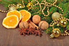 Différents genres d'épices, d'écrous et d'oranges sèches, Noël décembre Photographie stock