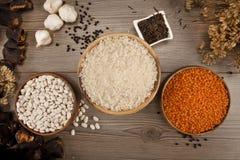 Différents genres de graines de haricot, lentille, pois Photographie stock