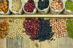 Différents genres de haricots dispersés Images stock