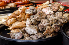 Différents genres de viande, chiche-kebab sur des brochettes Photographie stock
