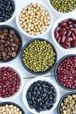 Différents haricots dans la cuvette Photographie stock