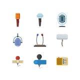 Différents microphones et icônes plates de vecteur de dictaphone Photographie stock