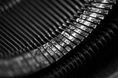 Différents petits éléments en métal d'une vieille machine à écrire Image stock