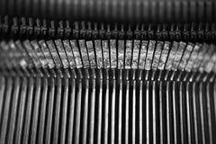 Différents petits éléments en métal d'une vieille machine à écrire Images stock