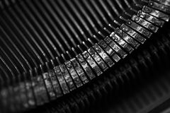 Différents petits éléments en métal d'une vieille machine à écrire Images libres de droits