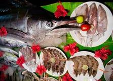 Différents poissons, calamari et crevettes roses Photographie stock libre de droits