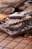 Différents types de barres de chocolat Chocolat organique d'artisan image libre de droits