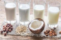 Différents types de lait sans aucun produit laitier Images stock
