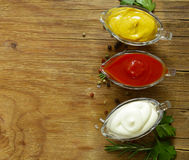 Différents types de sauces en sauces au jus Photo stock