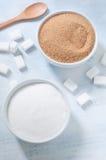 Différents types de sucre : brun, blanc et sucre raffiné Photos libres de droits