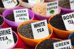 Différents types de thé en vente Photos stock