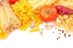 Différents types des pâtes et d'épices Photos stock