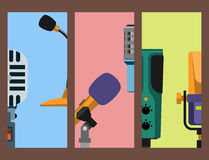 Différents types musique de microphones d'entrevue de vecteur de journaliste de cartes annonçant l'outil vocal de l'outil TV Photos libres de droits